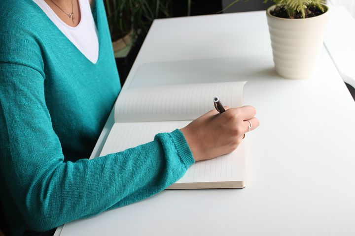 6 Steps to Become A Freelance Writer: Step-By-Step Guide for Beginners